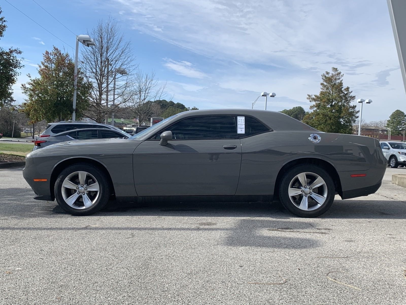 Pre-Owned 2017 Dodge Challenger SXT
